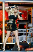 Adds Fergie performs at Stade de France, Paris, France, 22 June, x32+56